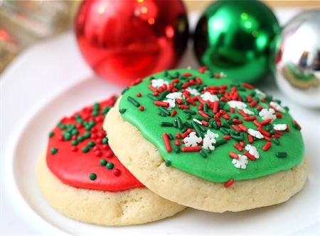 Soft Frosted Sugar Cookies » Tide and ThymeTide and Thyme