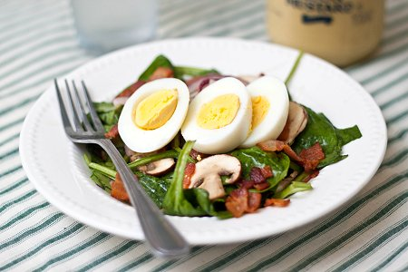 Spinach Salad with Warm Bacon Vinaigrette   Tide and Thyme