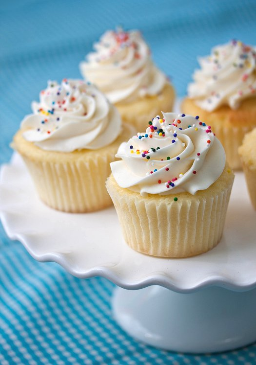 Perfect Vanilla Cupcakes | Tide and Thyme